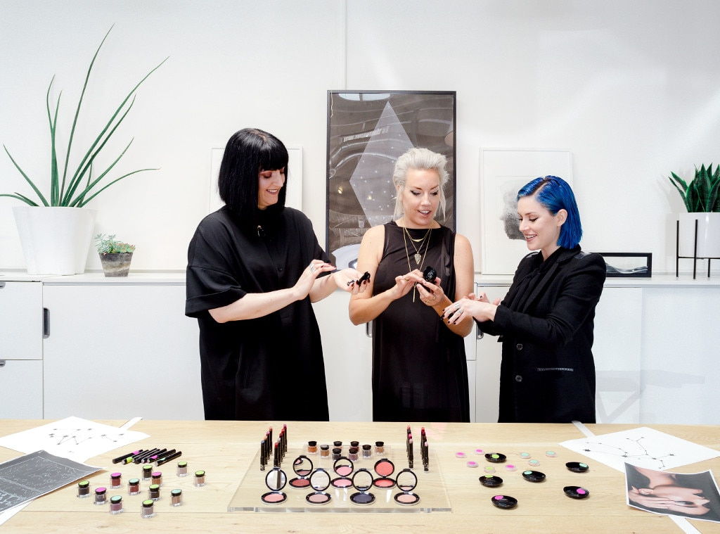 ESC: Trendsetters at Work, Rituel De Fille