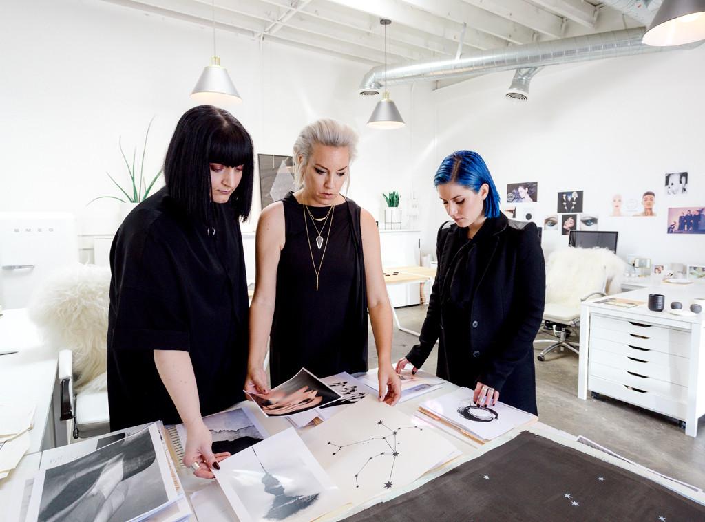 ESC: Trendsetters at Work, Rituel De Fille