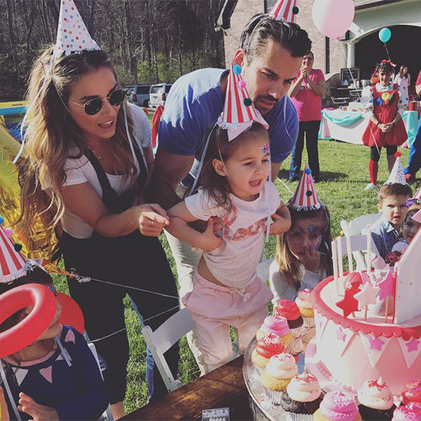Jessie James Decker, Instagram