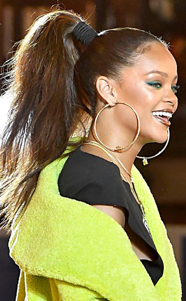 ESC: Rihanna, Ponytails
