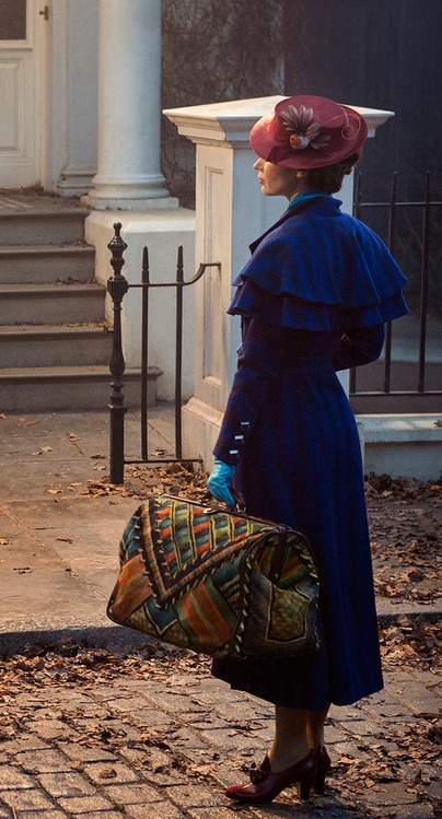 Emily Blunt Looks Supercalifragilisticexpialidocious In First Mary Poppins Returns Photo