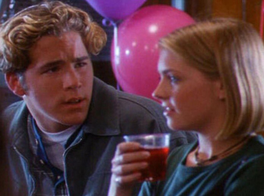 Apparently Melissa Joan Hart Could've Dated Ryan Reynolds, But... Didn't