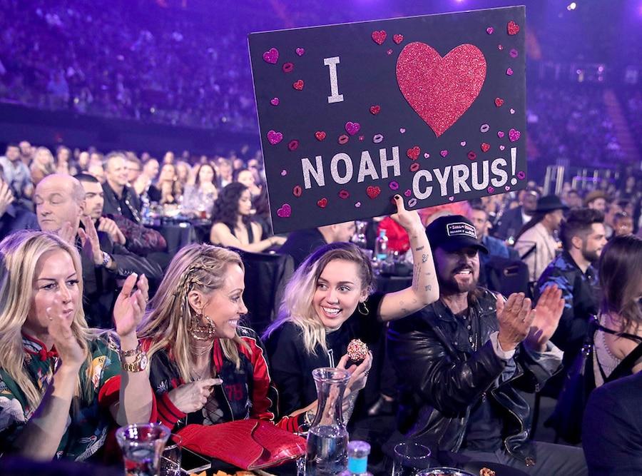 Miley Cyrus, Billy Ray Cyrus, Trish Cyrus, 2017 iHeartRadio Music Awards, Candids