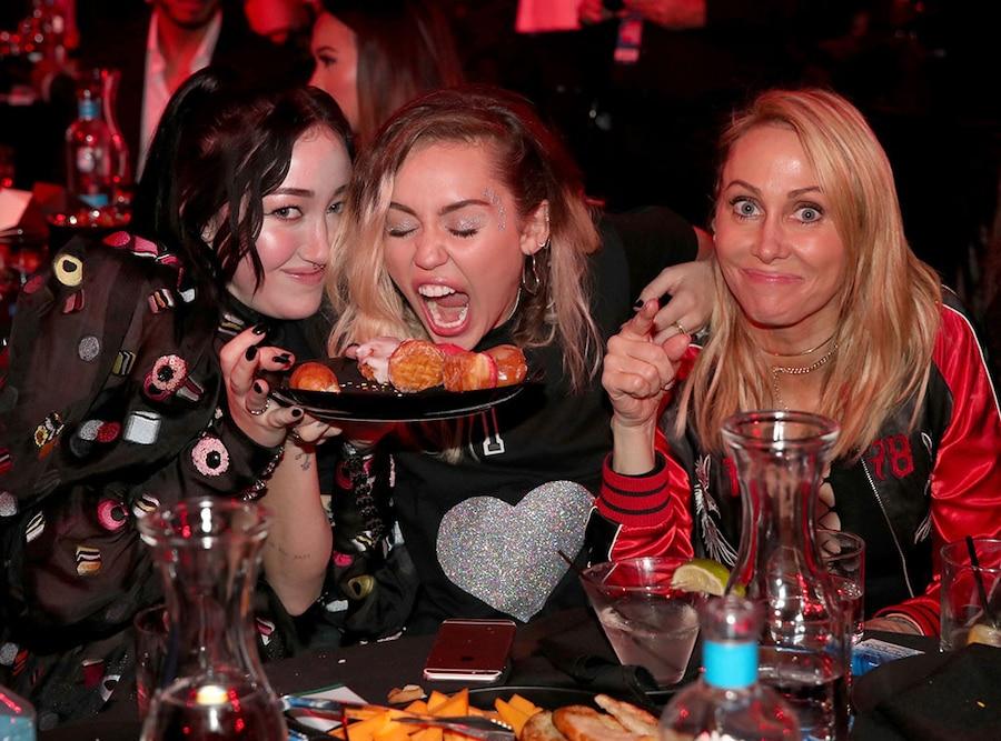 Miley Cyrus, Noah Cyrus, Tish Cyrus, 2017 iHeartRadio Music Awards, Candids