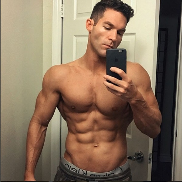 shirtless selfie online dating As a young guy who did his fair share of okcupid and online dating 5 tips to cracking okcupid beach volleyball is better than a shirtless mirror selfie.