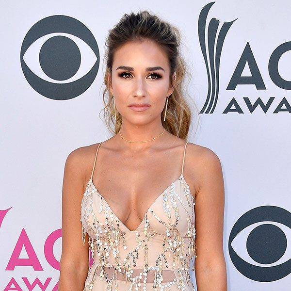 Jessie James Decker, 2017 ACM Awards, Arrivals