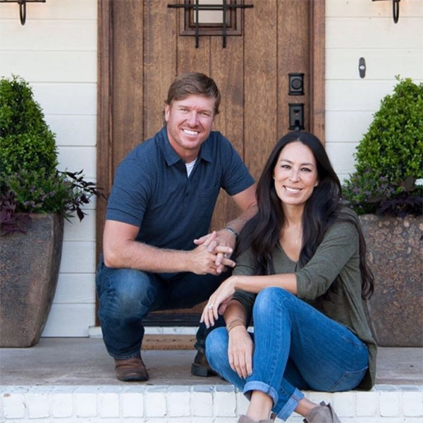 joanna gaines not leaving hgtvu0027s fixer upper for the beauty business donu0027t buy the facial cream friends e news - Hgtv Shows Fixer Upper