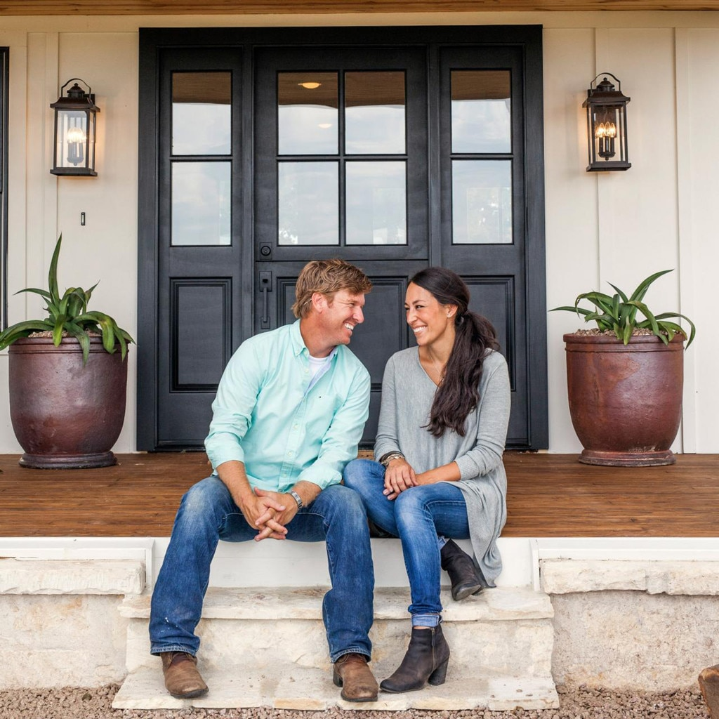 fixer upper 39 s chip gaines addresses rumors he and joanna gaines are divorcing e news. Black Bedroom Furniture Sets. Home Design Ideas