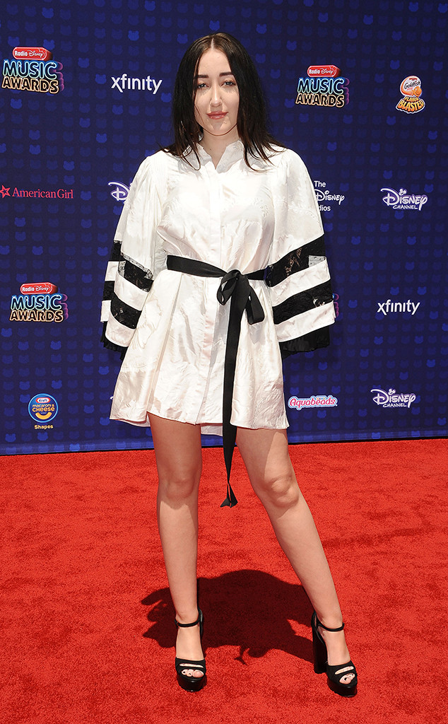 Noah Cyrus, 2017 Radio Disney Music Awards