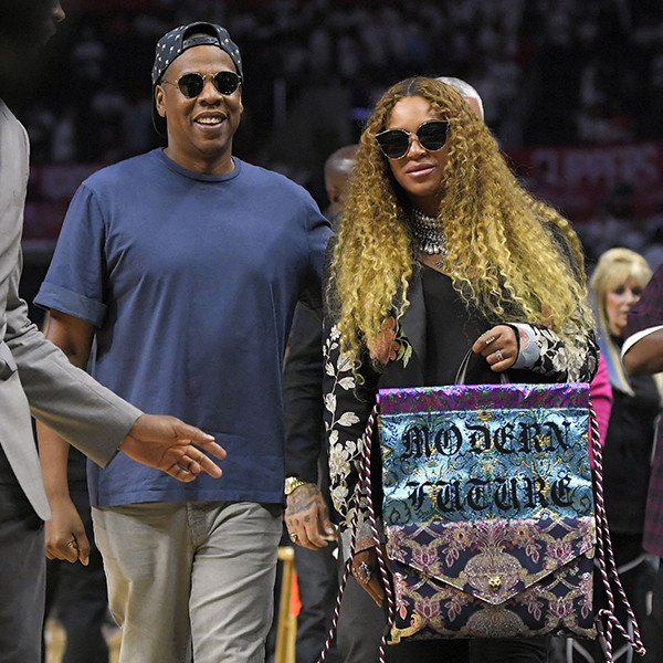 You Gotta See Jay Z Cradling Beyoncé's Baby Bump at the Clippers Game ...  Jay Z