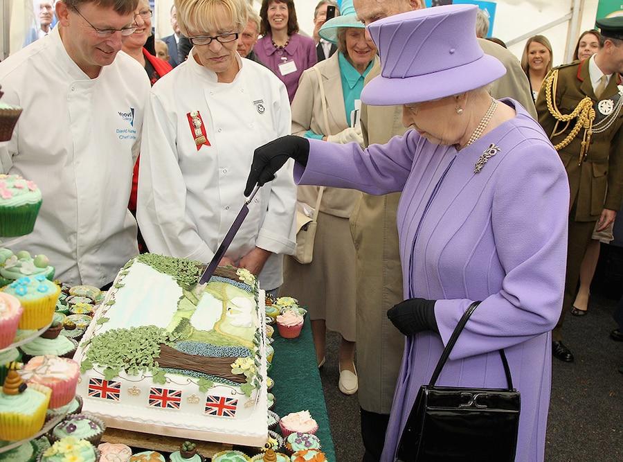 Queen Elizabeth, Cutting Cake