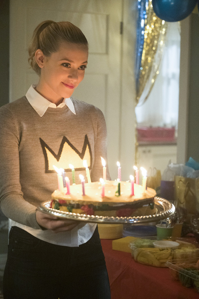 Happy Birthday Jughead New Riverdale Photos Show One
