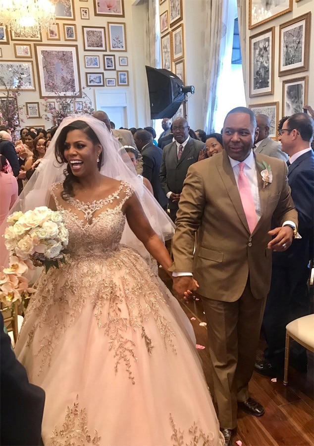 Omarosa Gets Married at Trump Hotel: See Her Wedding Dress | E! News
