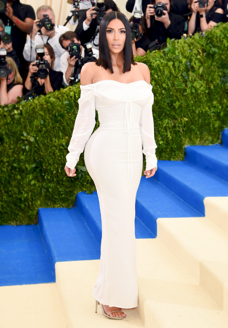 Kim Kardashian Goes Surprisingly Simple At The 2017 Met