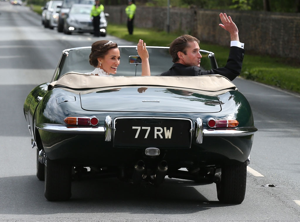 Pippa Middleton's seals her wedding with a kiss