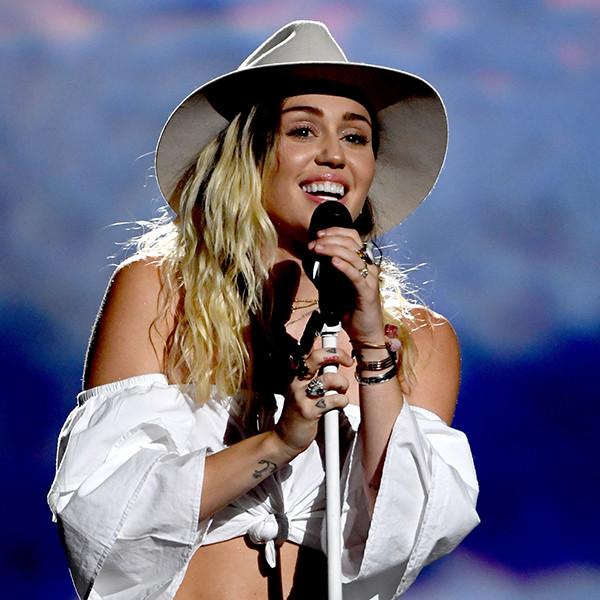 Miley Cyrus, 2017 Billboard Music Awards, Show