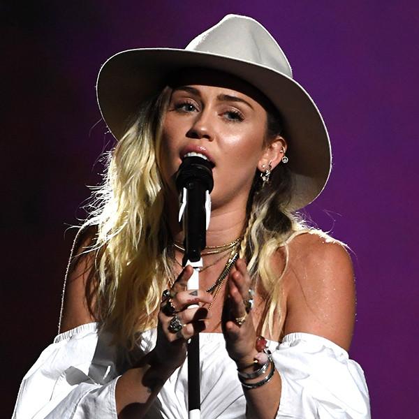 ESC: Miley Cyrus, 2017 Billboard Music Awards