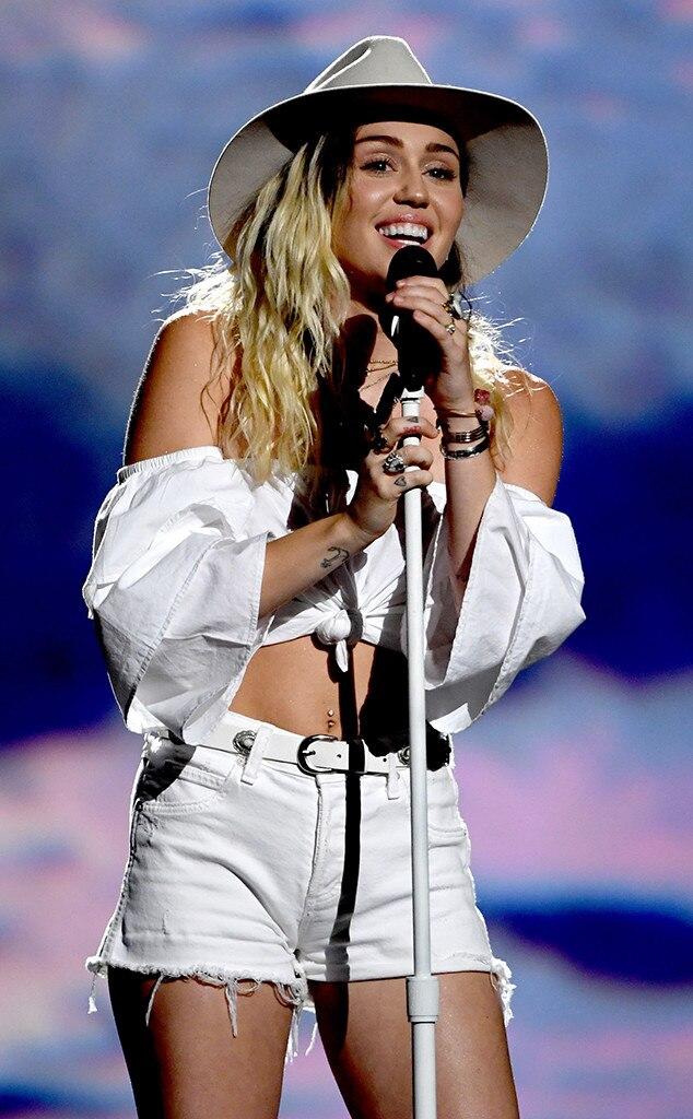 Awe Inspiring Miley Cyrus Gives Emotional Malibu Performance At The 2017 Hairstyle Inspiration Daily Dogsangcom