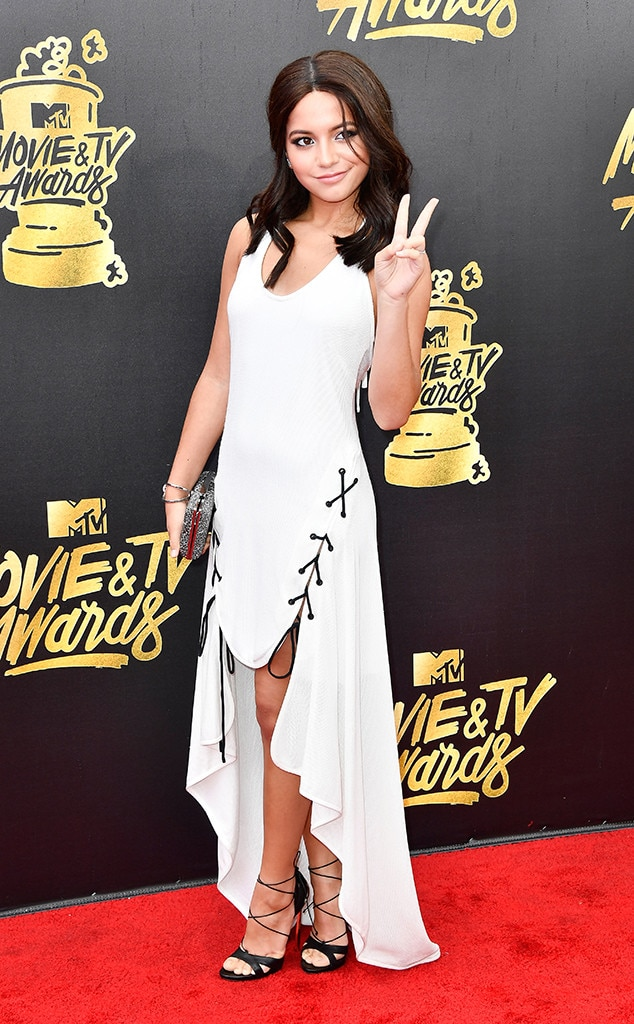 http://akns-images.eonline.com/eol_images/Entire_Site/201747/rs_634x1024-170507150428-634.Isabela-Moner-MTV-Movie-and-TV-Awards-Los-Angeles.kg.050717.jpg