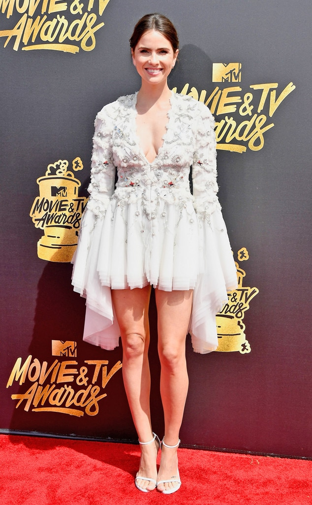 http://akns-images.eonline.com/eol_images/Entire_Site/201747/rs_634x1024-170507164424-634-Shelley-Hennig-mtv-movie-tv-awards-2017.jpg