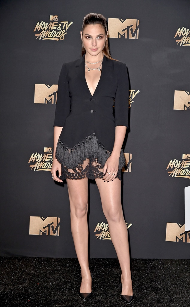http://akns-images.eonline.com/eol_images/Entire_Site/201747/rs_634x1024-170507170152-634-gal-gadot-mtv-movie-tv-awards-2017.jpg