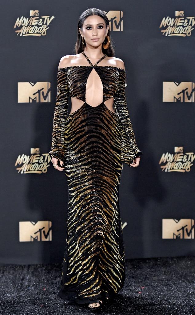 Shay Mitchell, 2017 MTV Movie And TV Awards
