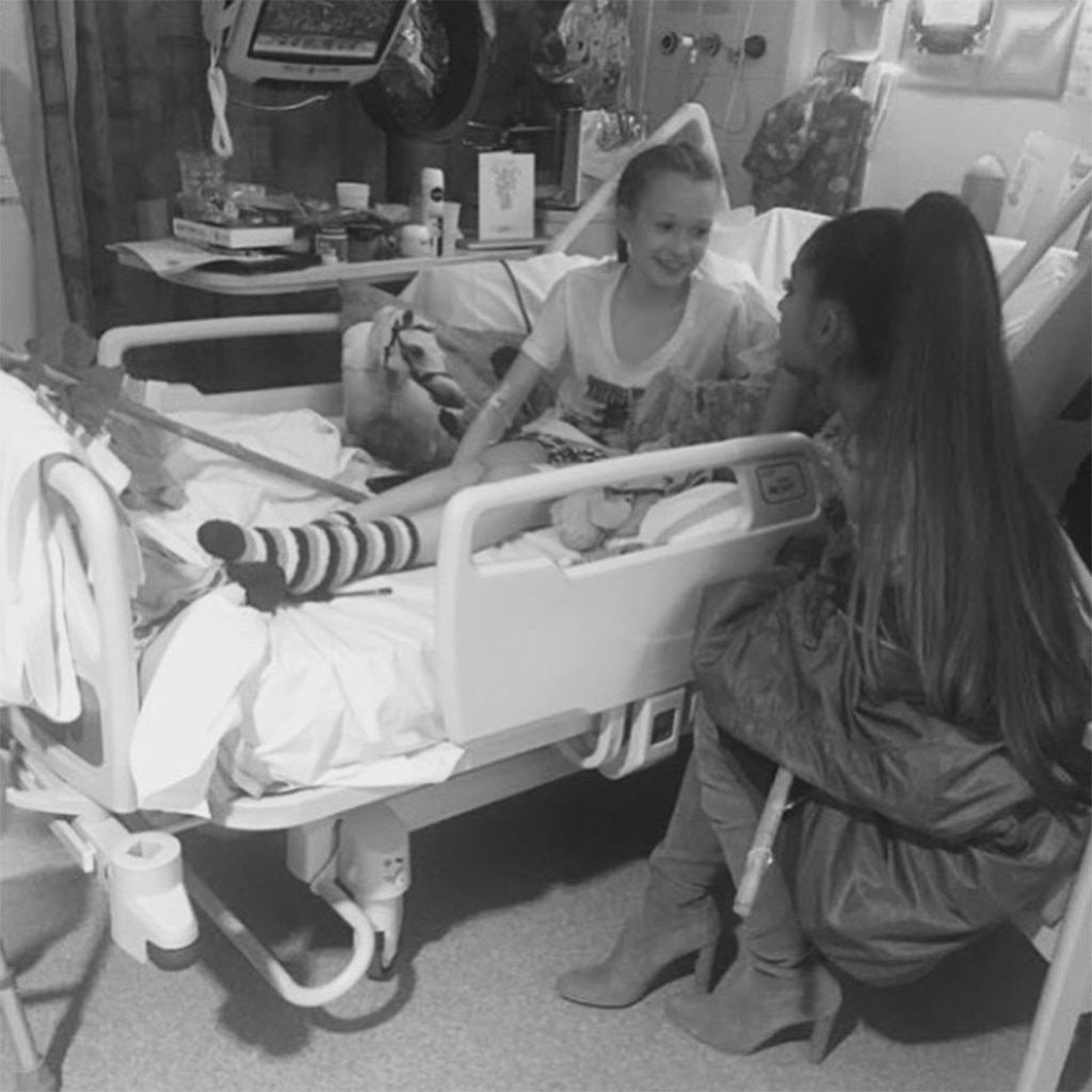 Ariana Grande Visits Manchester Victims in Hospital ...