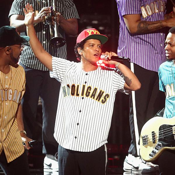 Bruno Mars, 2017 BET Awards, Show