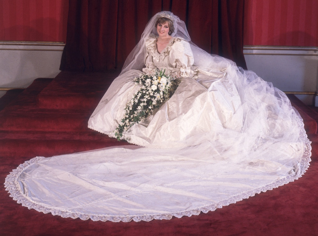 The Epic Story Of Princess Dianas Wedding Dress 3 Months 25 Feet Of Train A 20 Year Old