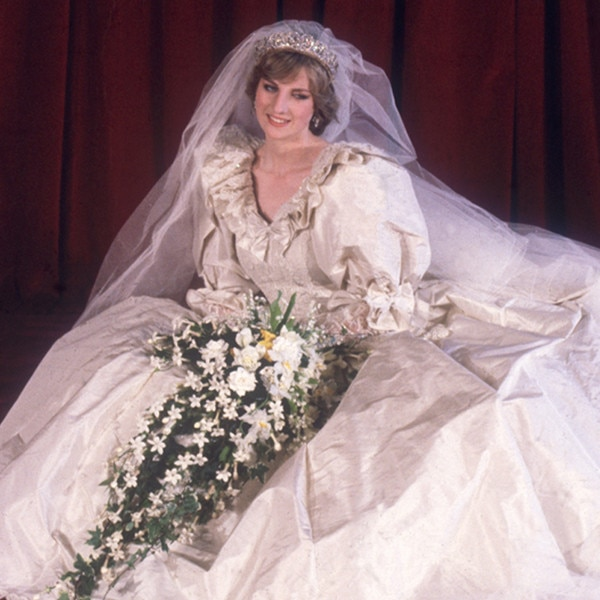 Pictures of princess diana in her wedding dress
