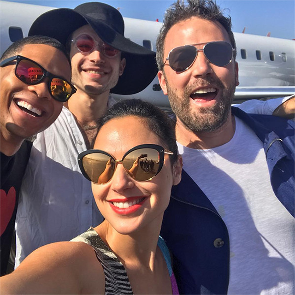 Ben Affleck, Gal Gadot, Ezra Miller, Ray Fisher, Justice League, Selfie