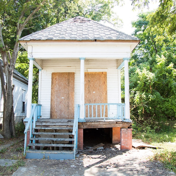the shotgun house before from the most dramatic fixer upper transformations of all time e news. Black Bedroom Furniture Sets. Home Design Ideas