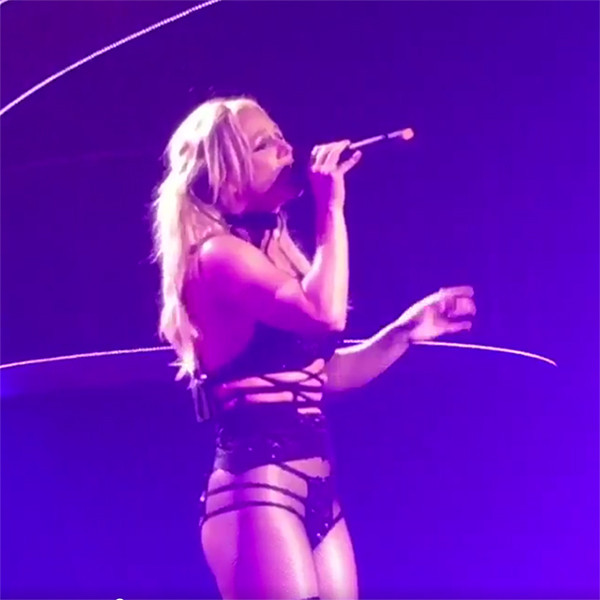 Britney Spears, Las Vegas, Twitter