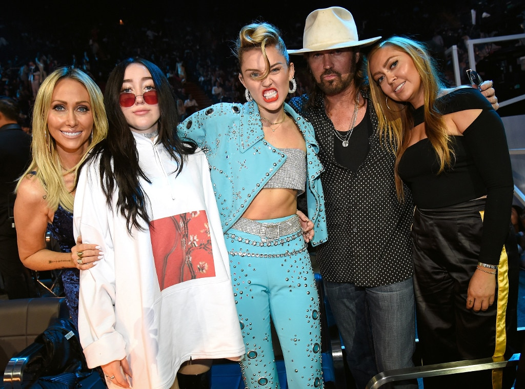 Noah Cyrus, Miley Cyrus, Billy Ray Cyrus, Brandi Cyrus, Tish Cyrus, MTV Video Music Awards 2017, Candid