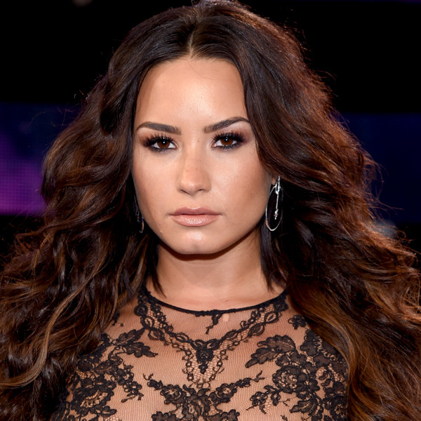 Demi Lovato, MTV Video Music Awards 2017, Nipple