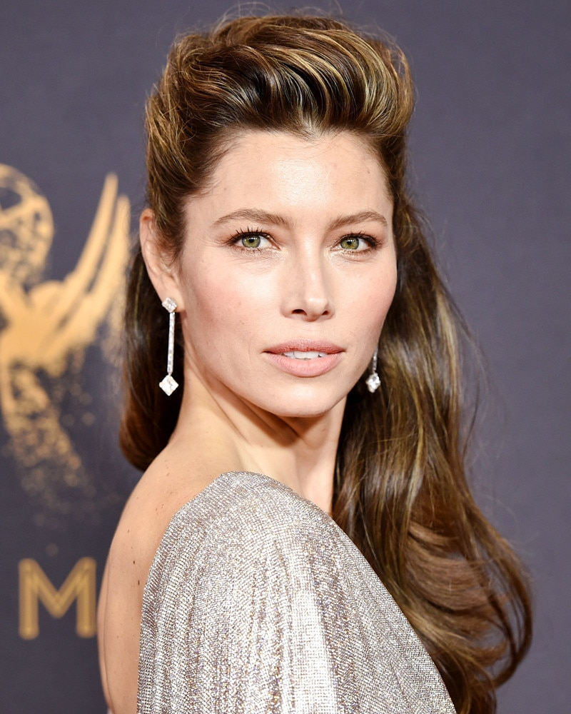 Emmy Awards 2017 Best Beauty: Jessica Biel, Tracee Ellis ... Jessica Biel