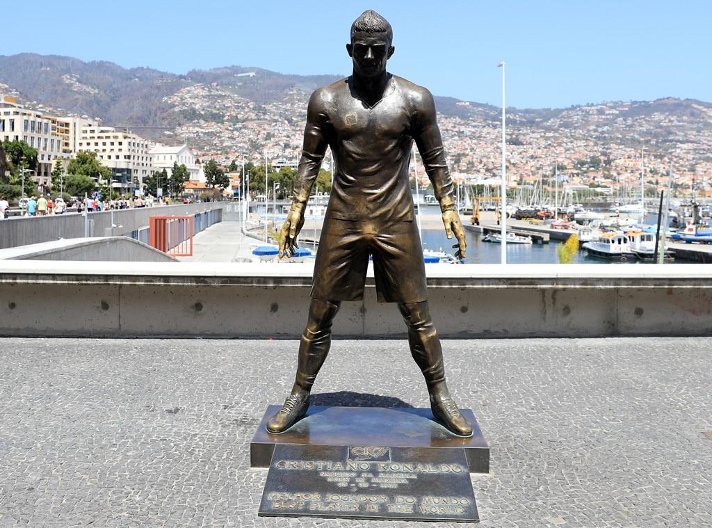 Cristiano Ronaldo, CR7 museum, statue