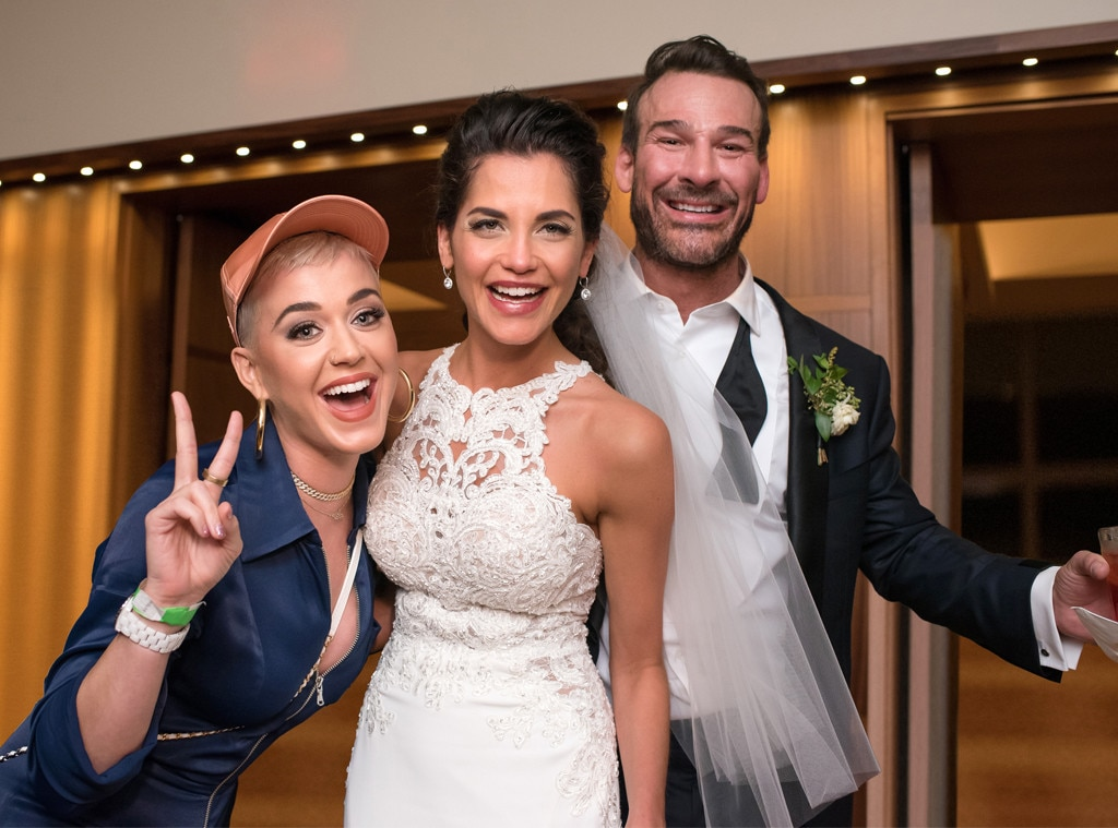 Katy perry proves shes the best surprise wedding guest by katy perry proves shes the best surprise wedding guest by starting epic dance party e news junglespirit Gallery