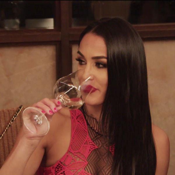 Nikki Bella, Total Bellas 205