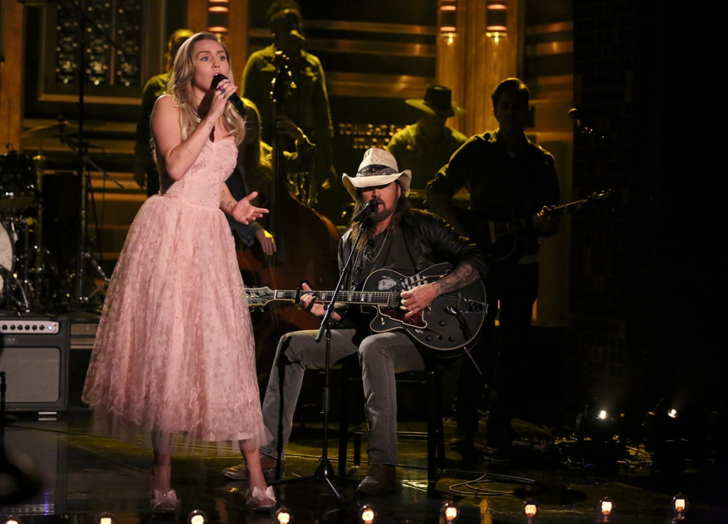 Miley Cyrus Performs Tom Petty Tribute With Her Dad