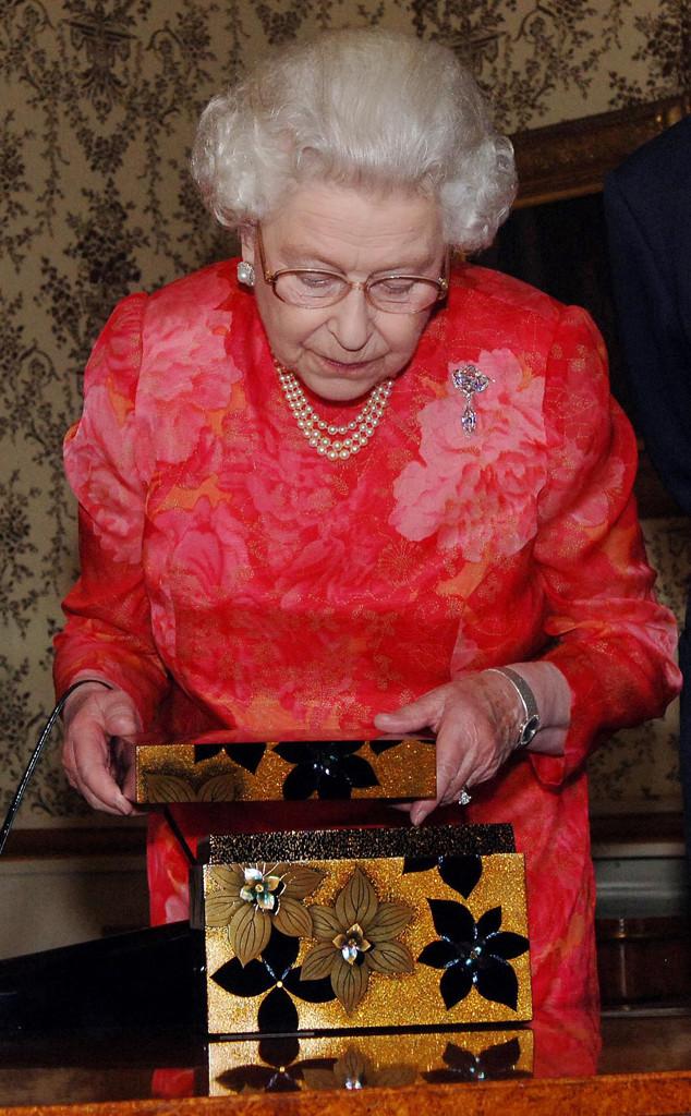 Queen Elizabeth, Opening Gift