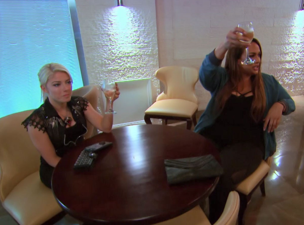 Alexa Bliss Stresses Over Her Relationship While Lana Fights To Keep Her Name On The Roster On Total Divas