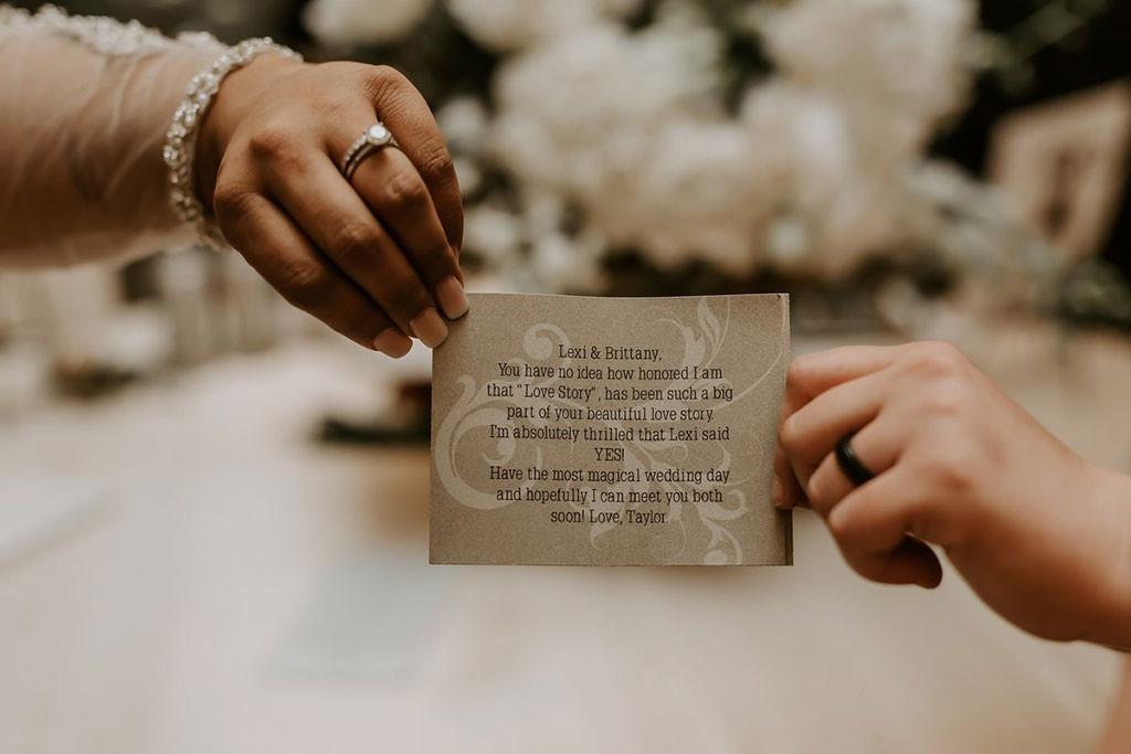 Taylor Swift, Fans, Wedding, Card, Note, Flowers