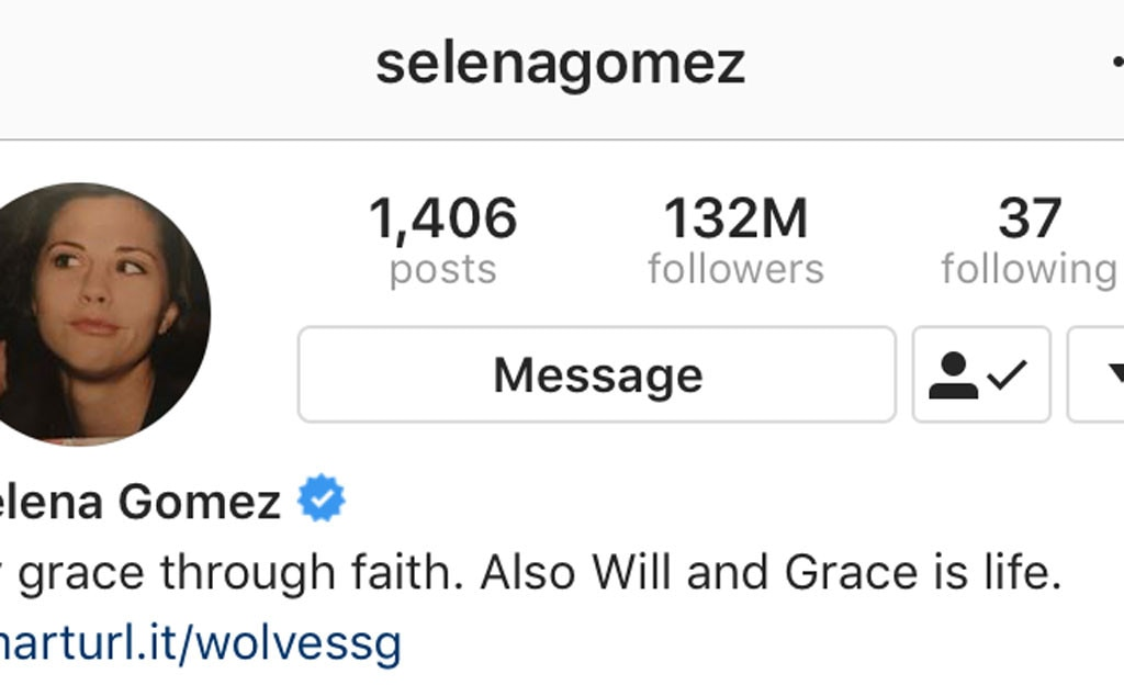 Selena Gomez unfollows 300 people on instagram