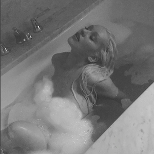 Christina Aguilera, Naked, Bathtub, Water, Nude
