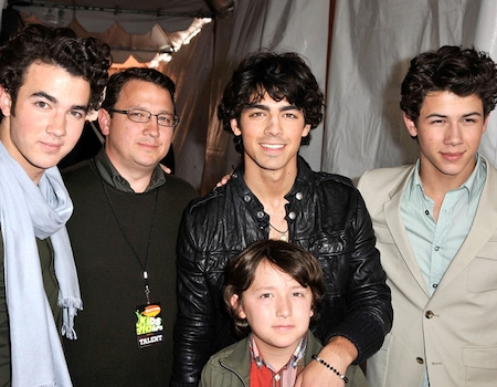 Jonas Brothers' Dad Kevin in Remission After Cancer Battle