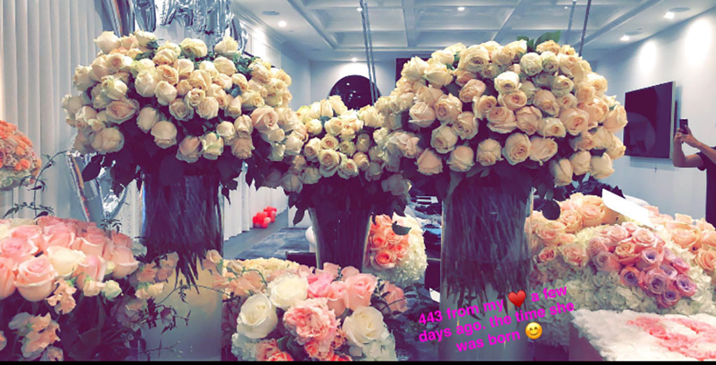 Kylie Jenner, Travis Scott, Flowers