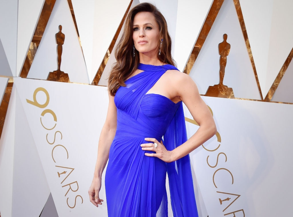 Jennifer Garner Adds Voiceover to Her Oscars Meme