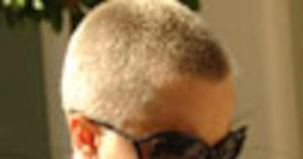 mena suvari shaved her head
