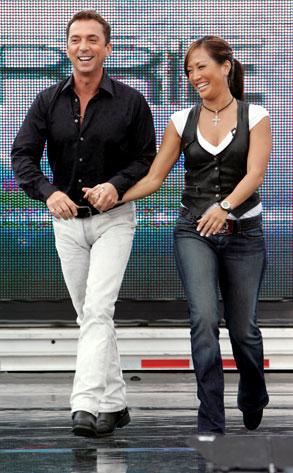 Dance War: Carrie Ann v. Bruno